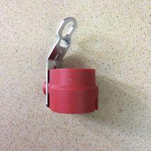 Кронштейн для вилки подключения электропитания прицепа.